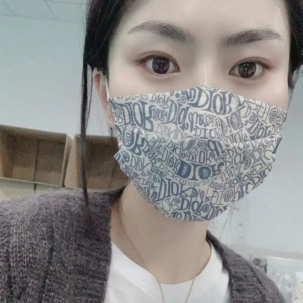 Dior brand medical masks Fashion monogram design Fashion trend Disposable non-woven masks Individually packaged dust-proof and virus-proof masks