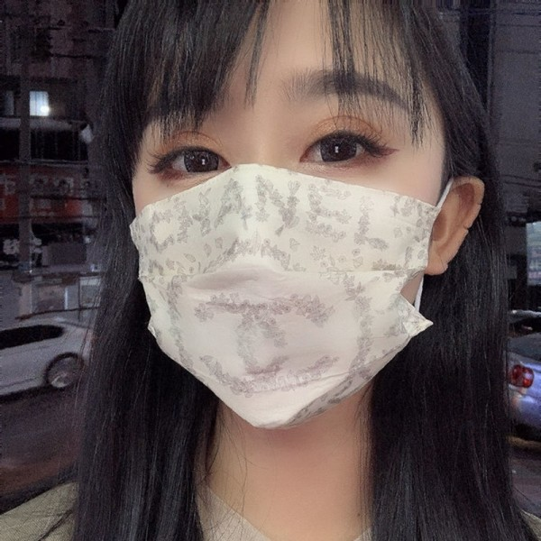 Chanel brand non-woven mask fashion flower pattern 3-layer non-woven disposable mask COVID-19 antivirus mask 10 pieces