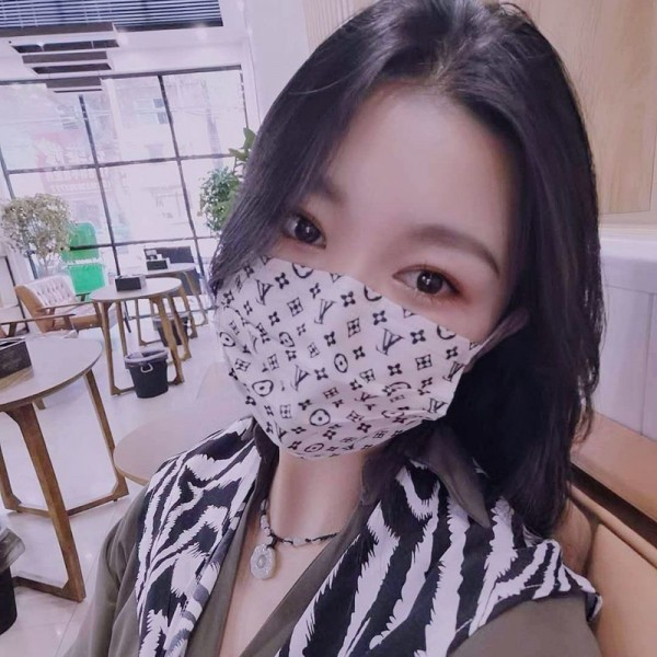 Disposable mask Gucci brand face mask Lv Hay fever cold countermeasures Street fashion Gucci Parody In Stock Louis Vuitton Online Fashion luxury men and women UV protection
